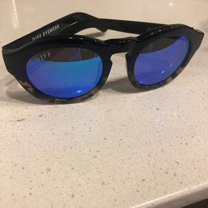 DIFF dime blue reflector lens sunglasses
